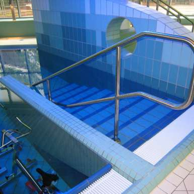 schwimmbad-treppe-edelstahl